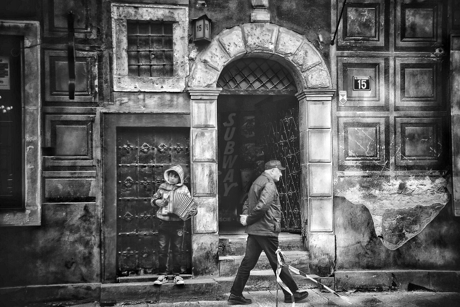 Warsaw Streetlife and Subway